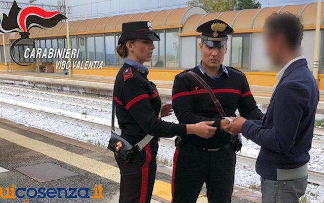 Scompare a Giarre i carabinieri lo trovano a Pizzo. Gli pagano il biglietto per tornare a casa