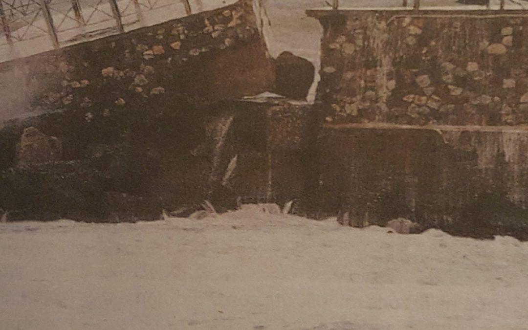 """Il crollo di una parte del molo Pizzapunti"""" mette in pericolo il lungomare Cristoforo Colombo"""