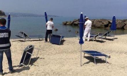 Pizzo, sequestrati ombrelloni abusivi in spiaggia