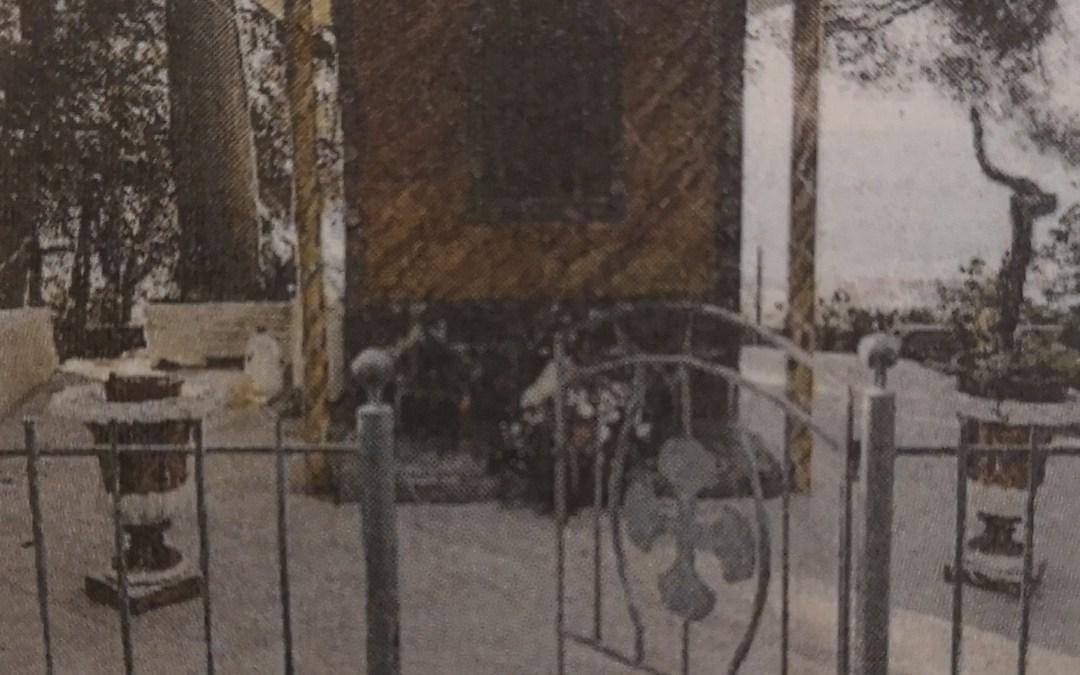 Longobardi. Edicola votiva restaurata dal Parroco con i fedeli in rete