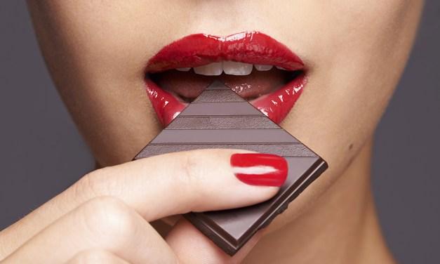 Cioccolato: perché e quanto mangiarne se si è a dieta. I consigli dell'esperta – Foto iO Donna
