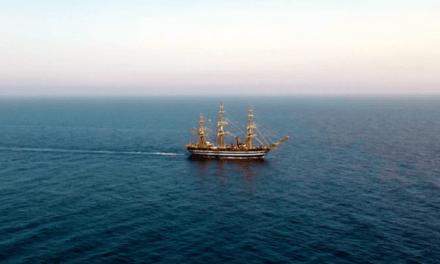 L'Amerigo Vespucci solca le acque dello Jonio: spettacolare passaggio da Monasterace [VIDEO] | StrettoWeb