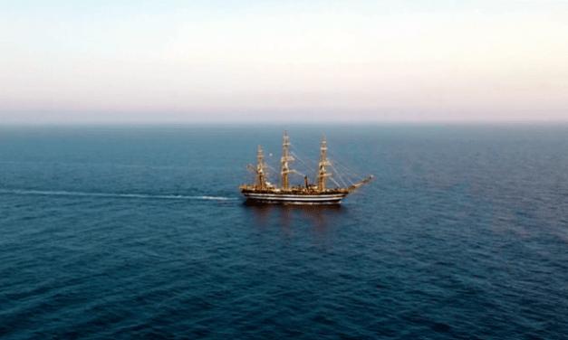 L'Amerigo Vespucci solca le acque dello Jonio: spettacolare passaggio da Monasterace [VIDEO]   StrettoWeb