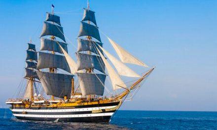 La nave militare Amerigo Vespucci a Pizzo per accogliere Mattarella