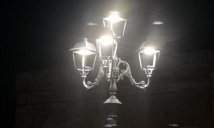 """""""lampioni senza vetri in piazza benedetto musolino"""" in pieno centro storico di pizzo di giuseppe pagnotta"""