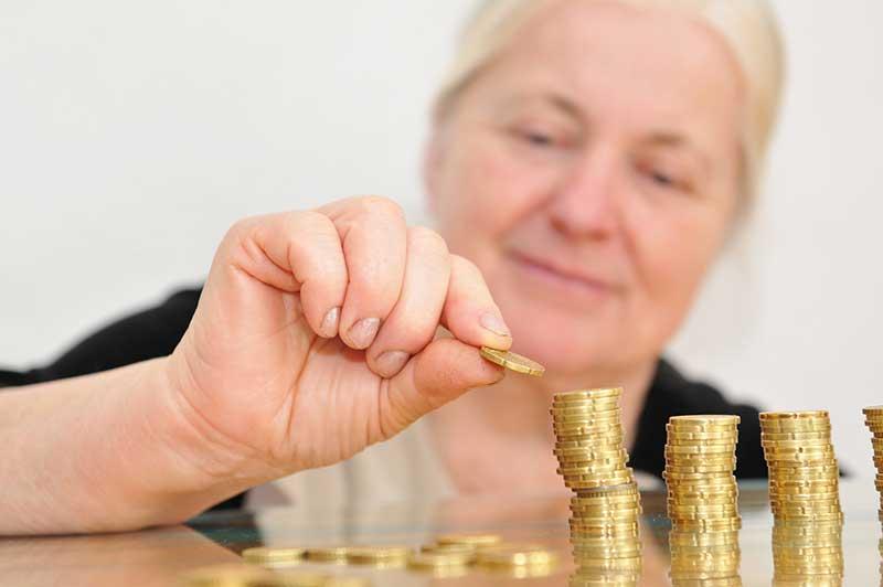 Private Krankenversicherung im Alter: Gerd Güssler, Versicherungsberater und Geschäftsführer des unabhängigen Marktbeobachters KVpro.de GmbH gibt in seiner Studie konkrete Handlungsempfehlungen, wie die PKV im Rentenalter bezahlbar bleibt.