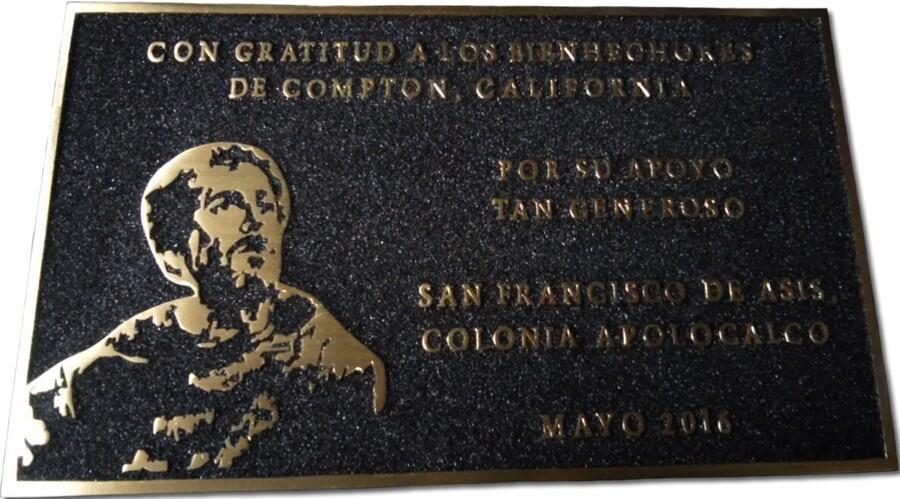 placa de bronce con rostro 2d