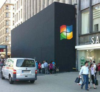 """Des """"Microsoft fanboys"""" laissent leur marque sur un Apple Store en construction"""