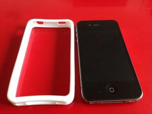 Voici le bumper à côté de l'iPhone 4S