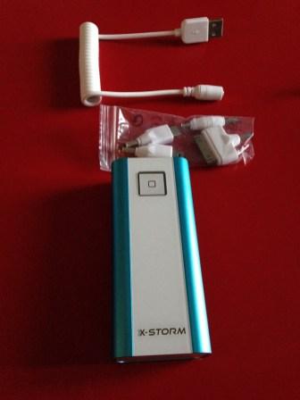 Voici la batterie et ses accessoires