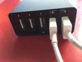 Voici le chargeur en action avec une LED bleue qui s'allume lors de la recharge