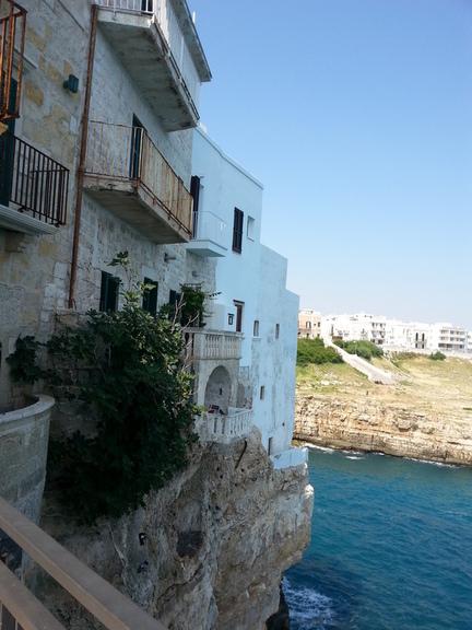 die Altstadt ragt ins Meer