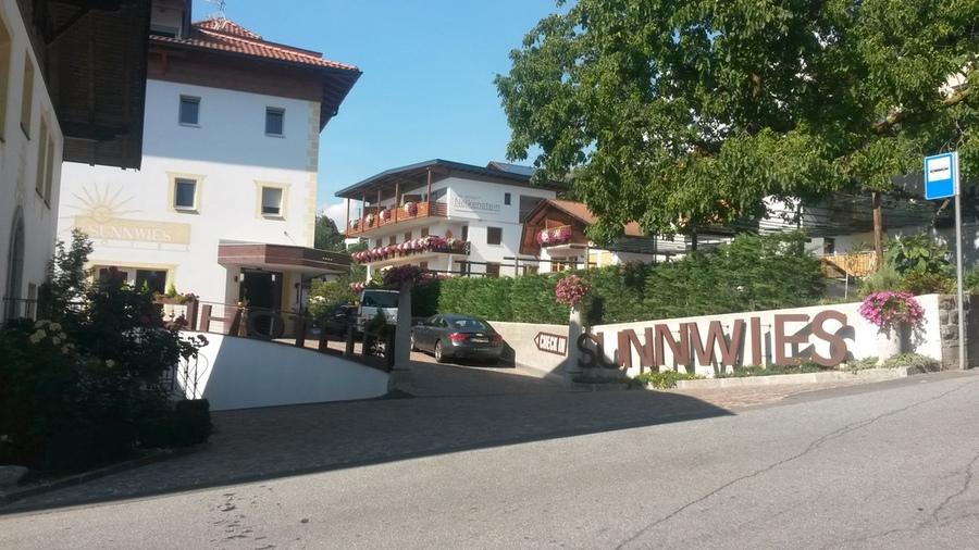 Einfahrt zum Hotel Sunnwies