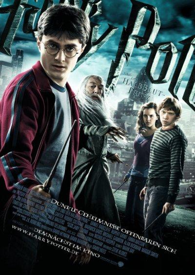 "Harry hält den Zauberstab in Hosenschlitzhöhe und bekämpft den ""Halbblutprinz"" (Foto via filmposter-archiv.de)"