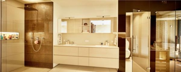 Das moderne Bad ist heute ein Wohlfühlraum. Ein Raum zum Herunterkommen. Je nach Größe und Möglichkeiten kann dein Bad auch ein Relaxbereich sein. Spa zu hause.