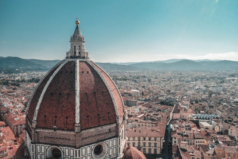 Der Dom von Florenz und die Stadt im Hintergrund