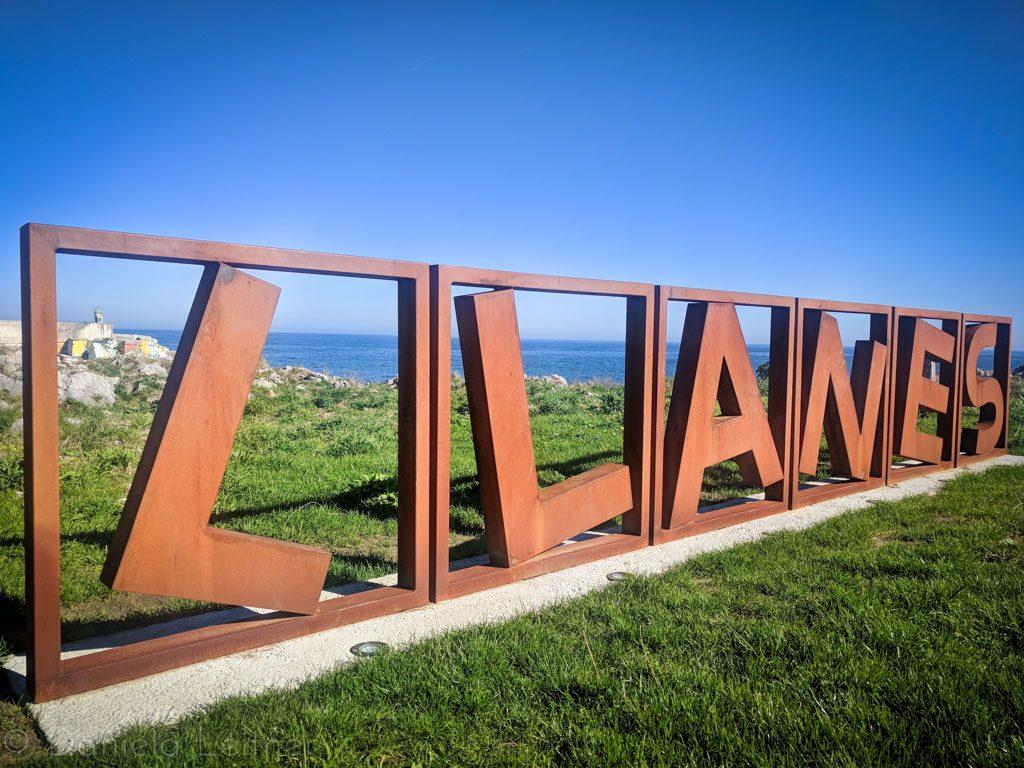 Schriftt Llanes in Asturias