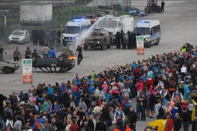 Zákrok českých a polských policistů speciální pořádkové jednotky proti skupiě výtržníků