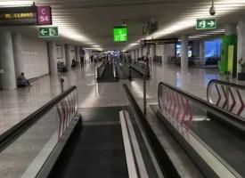 Spojovací koridor v odletové části letiště Palma de Mallorca