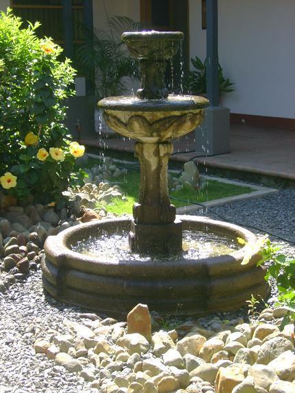 Fuentes de jard n atractivas est ticas y naturales - Fuentes de jardin rusticas ...