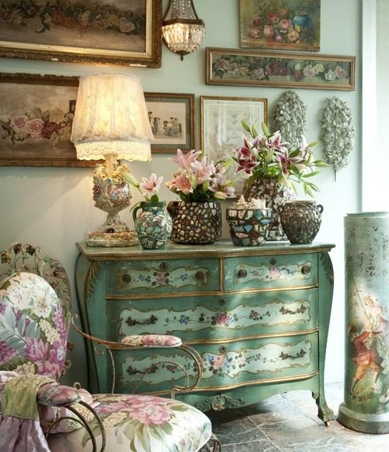 Decoración con muebles antiguos reciclados.