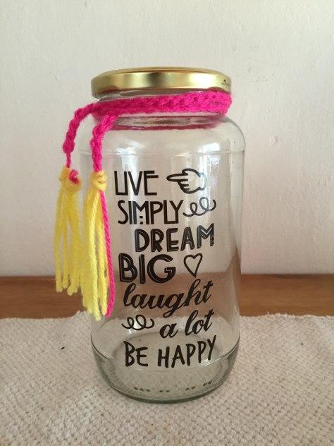 decorar frascos de vidrio con mensaje positivo