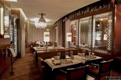 Restaurante Mori Venice Bar, diseñado por Philippe Starck.