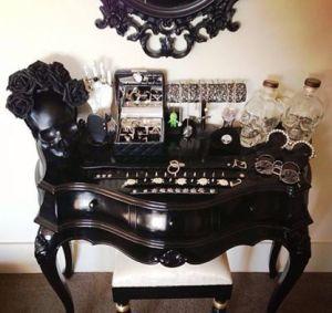 Mueble de entrada estilo gótico