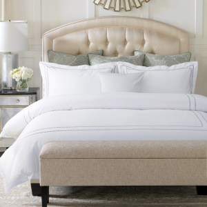 decorar una cama de blanco