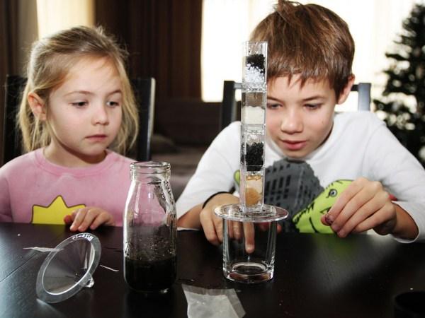 Activitati stiintifice copii: filtrarea apei