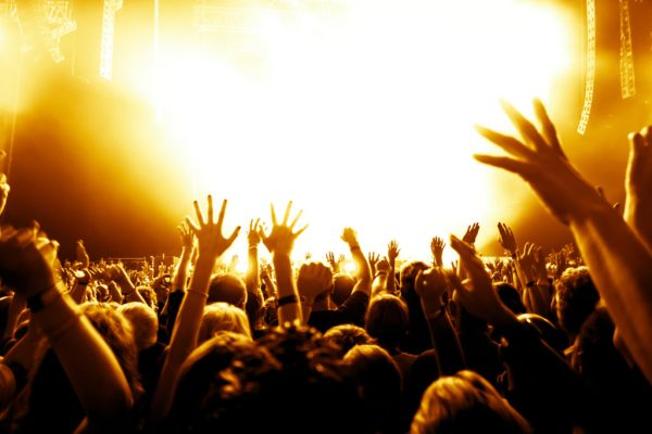 Concert Crowd 1024x683 - Guide to the Best Indie and Rock Music Festivals of Winter 2016
