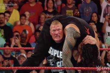 Brock Lesnar aparece en WWE RAW y destroza a Roman Reigns