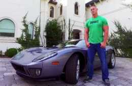 Demanda de Ford a John Cena por vender su coche