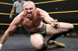 El luchador de NXT Oney Lorcan se encuentra lesionado