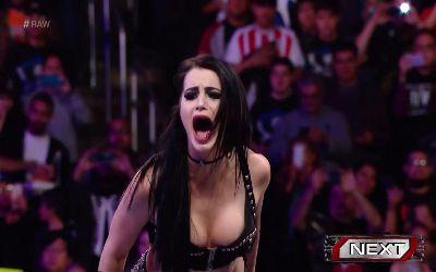 Paige vs Sasha Banks RAW