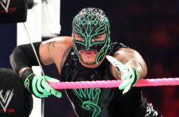 WWE noticias Rey Mysterio Rey Mysterio comenta el cambio generacional al final de Royal Rumble Rey Mysterio habría firmado un nuevo contrato con WWE. De esta forma podremos disfrutar de su talento en el ring muy pronto.