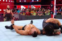 Roman Reigns retiene el campeonato Universal en WWE RAW