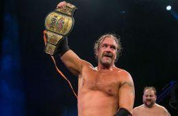 Silas Young estuvo presente en el show de WWE RAW