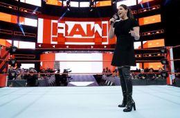 Stephanie McMahon anuncia la chamber femenina
