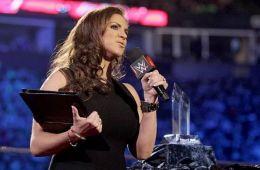 Stephanie McMahon dice que WWE puede superar a Disney
