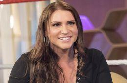 Stephanie McMahon reacciona al cambio de nombre del combate Royal Rumble en Wrestlemania