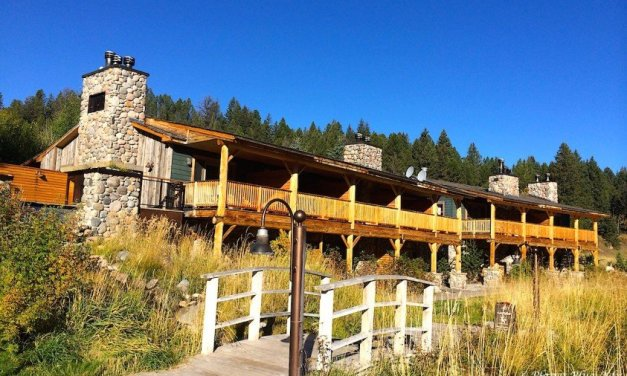 Rainbow Ranch Lodge: Rugged West Meets Classic Elegance