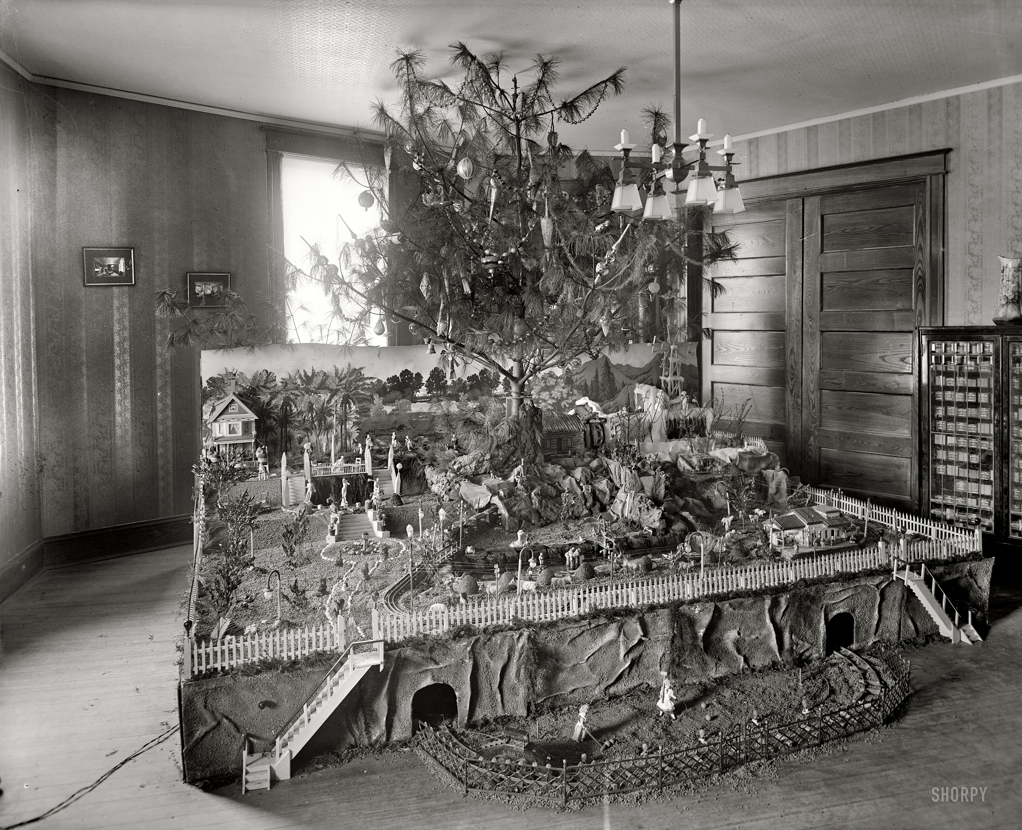 Merry Xmas From 1920 Model Train Layout Style