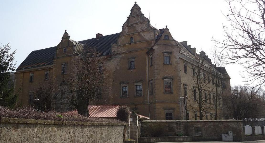 Château de Płakowice aujourd'hui (les orphelins nord coréen)