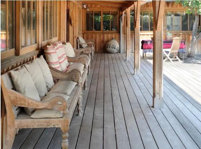 La maison en bois du film les petits mouchoirs planete deco a homes world - Decoration maison en bois ...