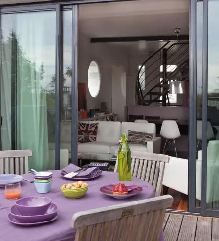code couleur violet dans une maison de banlieue planete deco a homes world. Black Bedroom Furniture Sets. Home Design Ideas