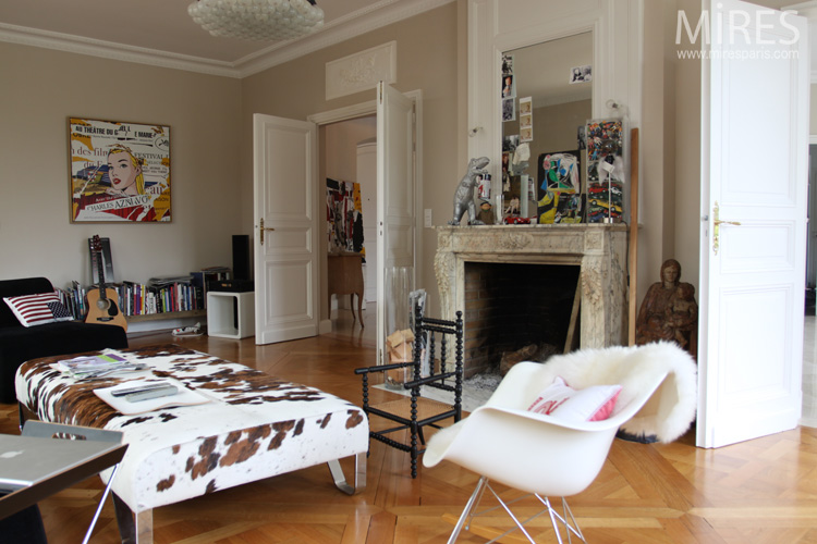 D co design dans une maison classique planete deco a for Maison classique interieur