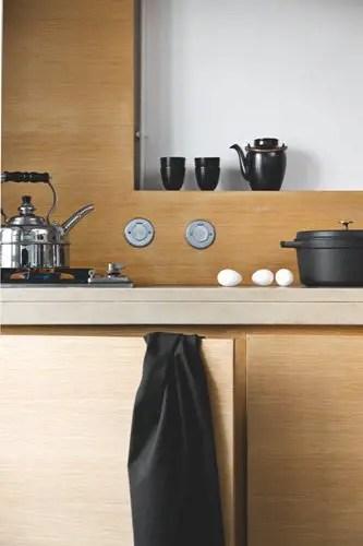 un loft minimaliste sous les toits de paris planete deco. Black Bedroom Furniture Sets. Home Design Ideas