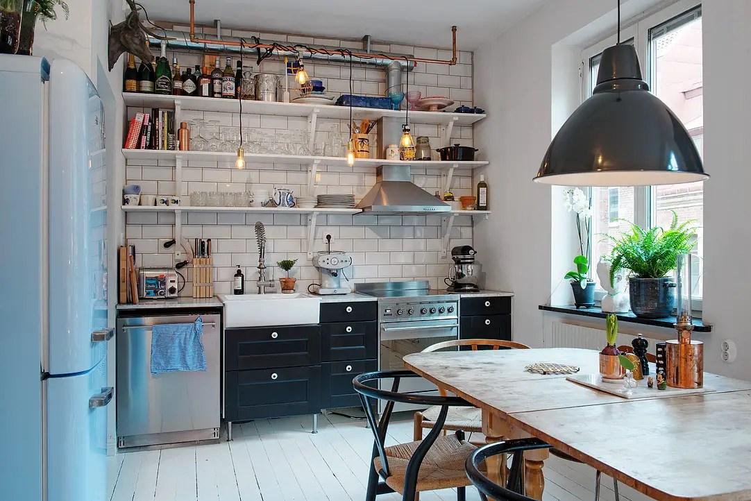 Les petites surfaces du jour 40m et un smeg bleu for Deco cuisine 11m2