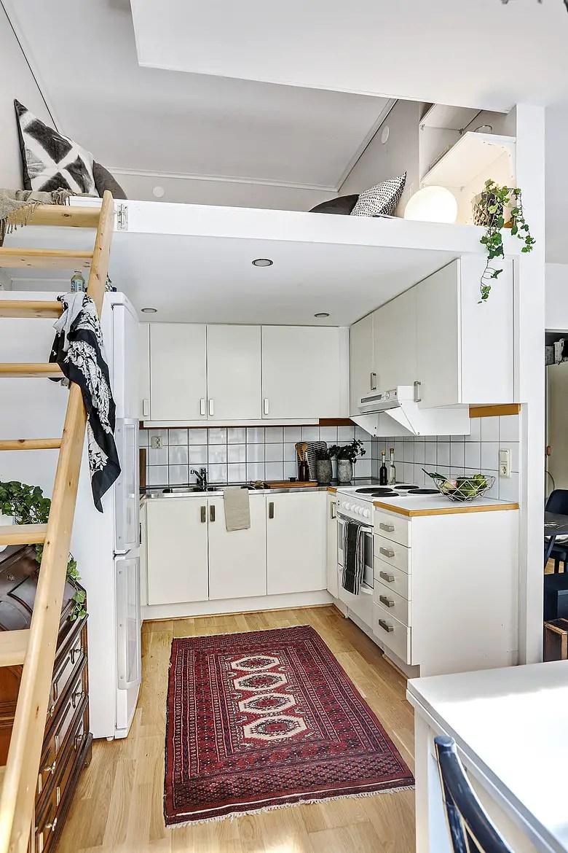 les petites surfaces du jour un couchage en hauteur planete deco a homes world. Black Bedroom Furniture Sets. Home Design Ideas